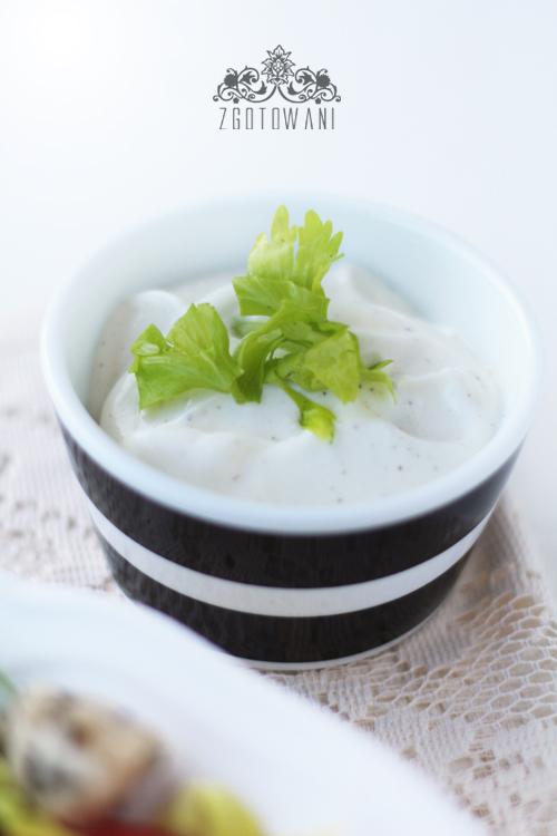 salatka-z-ziolowym-kurczakiem-i-selerem-naciowym-5