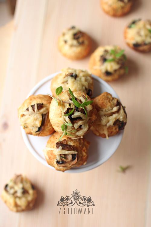 szybkie-muffinki-z-serem-i-pieczarkami-1