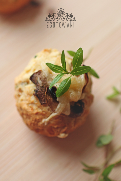szybkie-muffinki-z-serem-i-pieczarkami-5