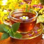 Врачи призывают использовать полезные свойства травяных чаев