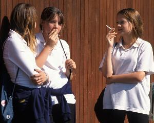 elevi-fumeaza_6255