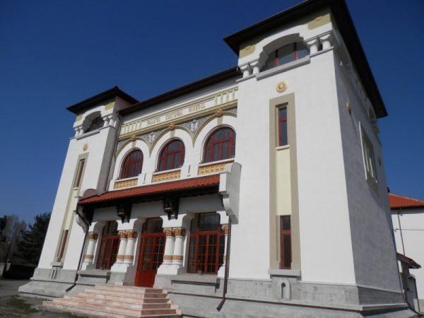 Imagini pentru palatul cultural minerul lupeni