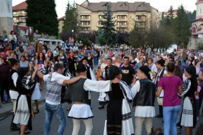 Folclor de calitate, vineri seara, la Zilele Petroșaniului
