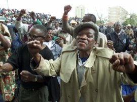 Mugabe in new war vets fight