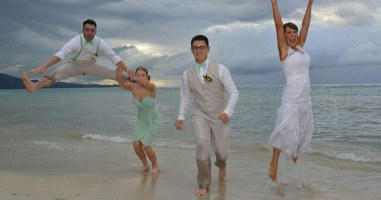 This Might Just Be The Worst Wedding Photo Of All Time. So Much Going On, None Of It Good.