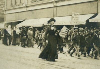 Mother Jones, c. 1910, marching in Trinidad, Colo., Photo courtesy of The Newberry Library, Chicago. Call # MMS Kerr Archives.