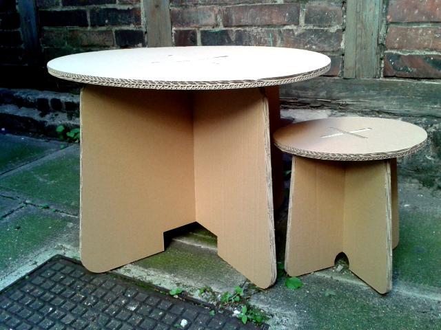 Stół i taboret dla dziecka