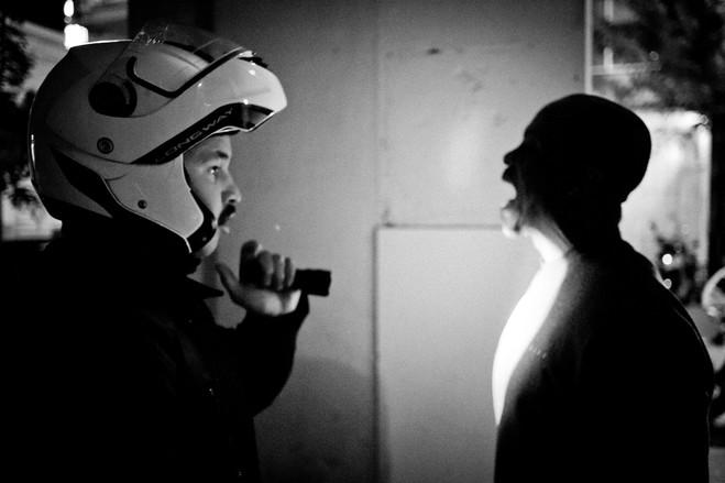 Οι διακινητές κρύβουν συχνά ηρωίνη και άλλα ναρκωτικά στο στόμα τους , συσκευασμένα σε σφαιρικά περιβλήματα, για να αποφύγουν τον εντοπισμό από τις αστυνομικές αρχές.