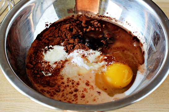 5-minute-microwave-mug-cake-batter-in-a-bowl