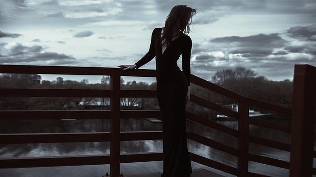 long-dress-1438140_640