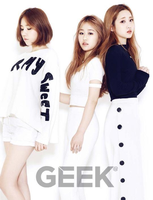 Lovelyz Describe Their Ideal Romance in Geek Magazine Pictorial