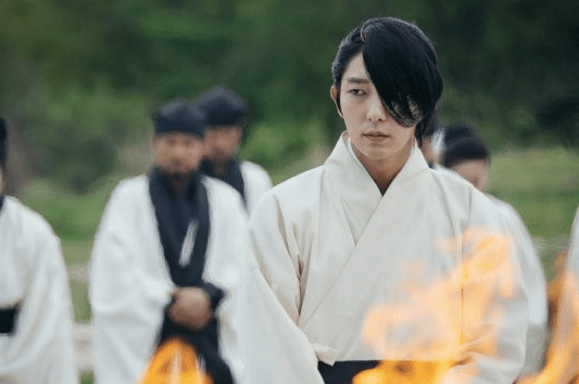 "Lee Joon Gi Shares Concerns On Wearing A Mask For ""Scarlet Heart: Goryeo"""