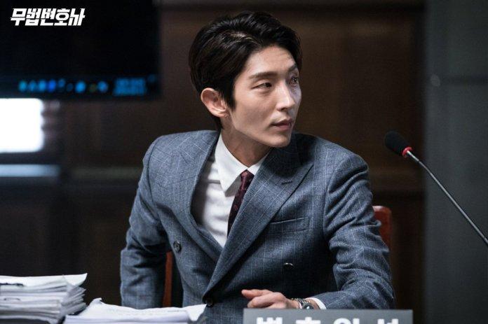 "- lee joon gi  - Lee Joon Gi Spotted Helping Out The Production Staff On ""Lawless Lawyer""  - lee joon gi  - Lee Joon Gi Spotted Helping Out The Production Staff On ""Lawless Lawyer"""