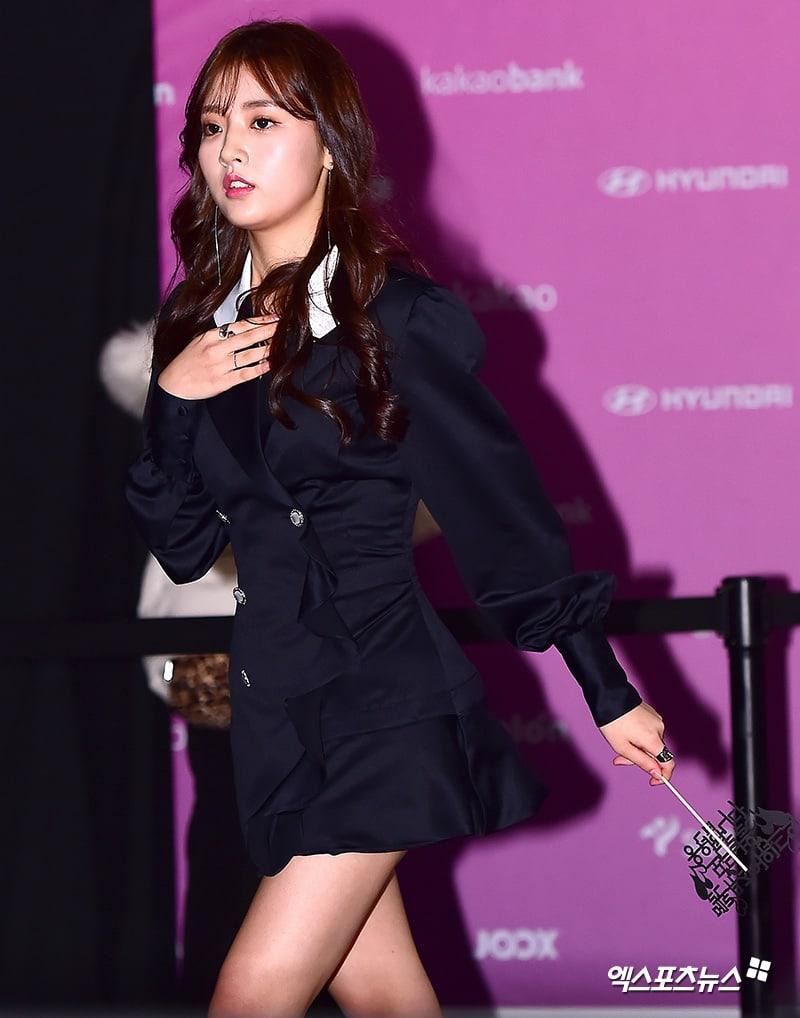 Estrellas iluminan la alfombra roja con sus looks en los 2018 Melon Music Awards 121