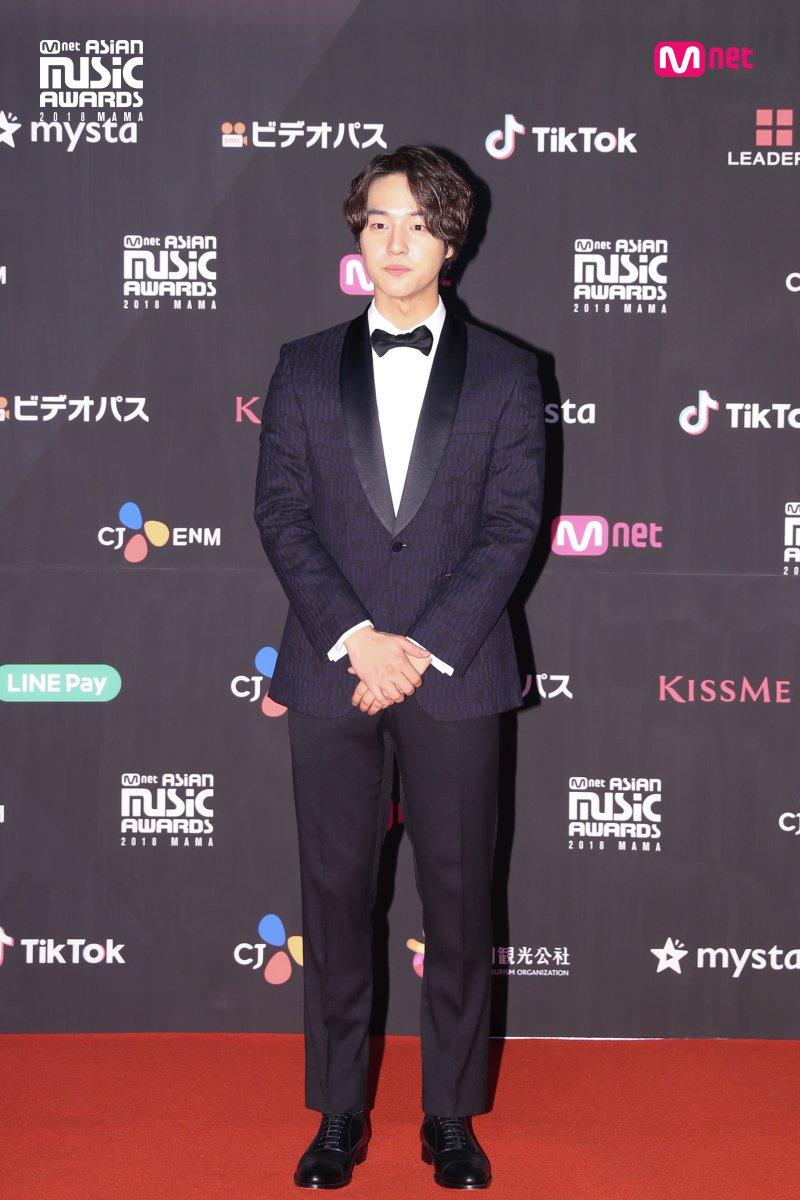 Estrellas deslumbran en la alfombra roja de los 2018 MAMA Fans' Choice en Japón 2