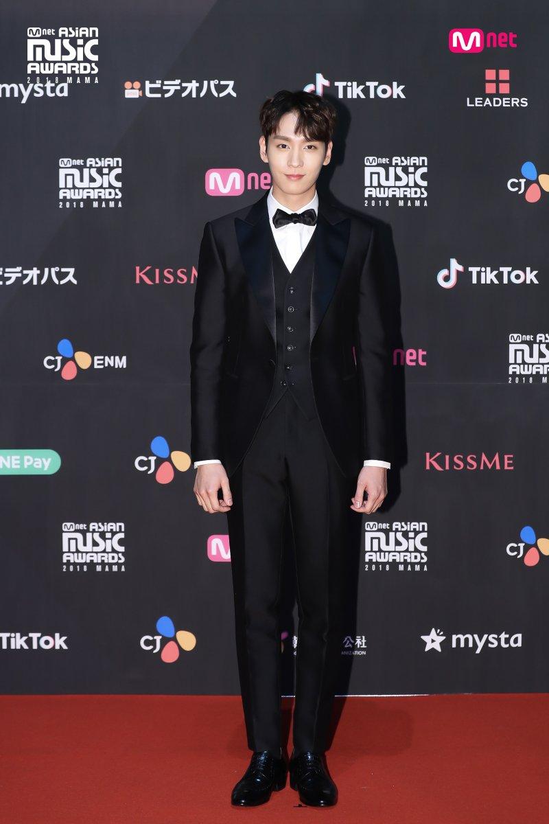 Estrellas deslumbran en la alfombra roja de los 2018 MAMA Fans' Choice en Japón 12