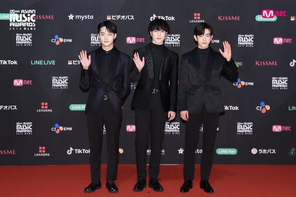 Estrellas deslumbran en la alfombra roja de los 2018 MAMA Fans' Choice en Japón 9