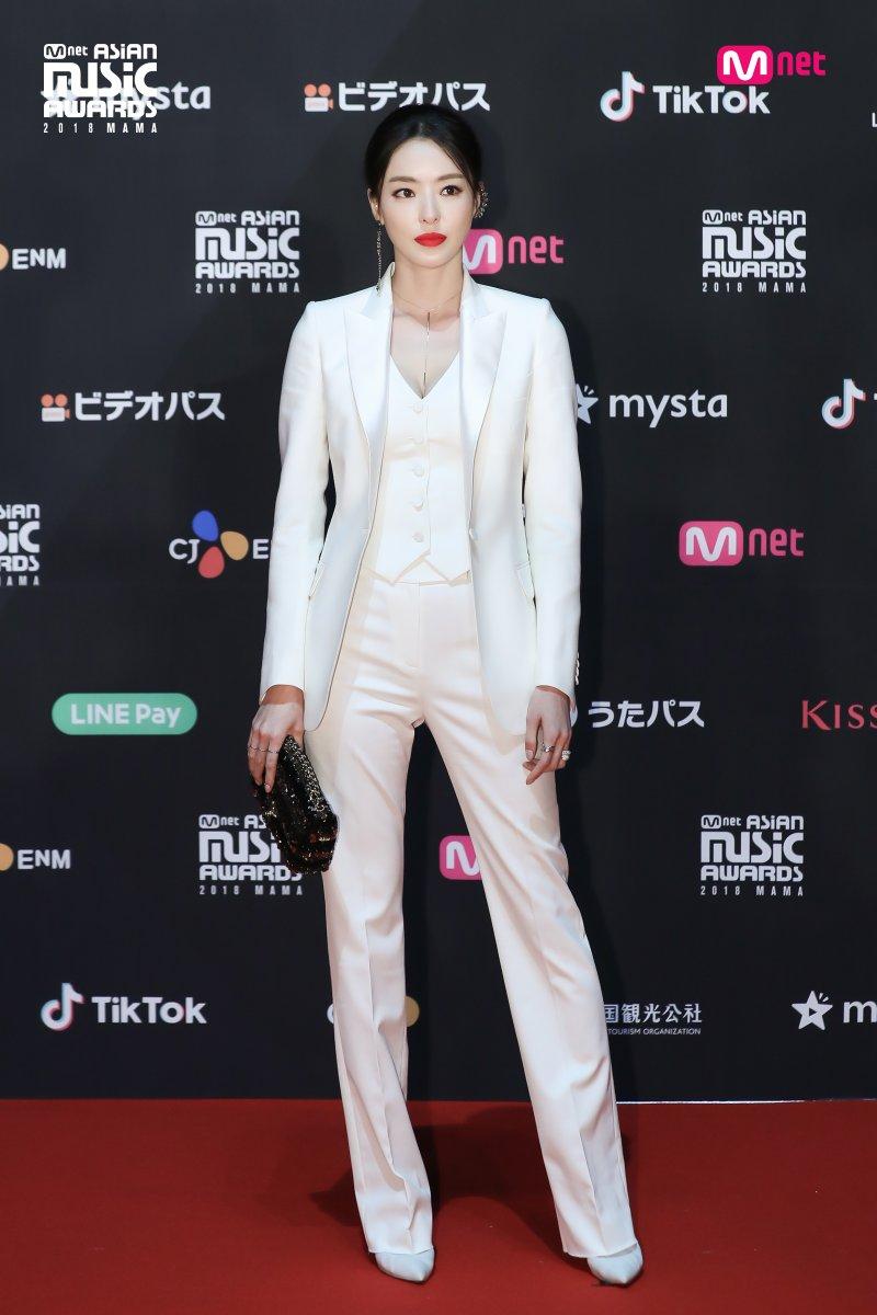 Estrellas deslumbran en la alfombra roja de los 2018 MAMA Fans' Choice en Japón 11