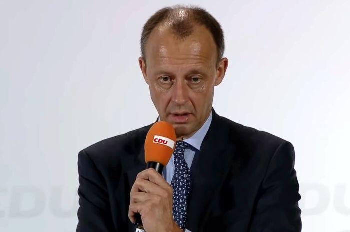 Reul und Laumann weisen Merz-Attacke auf Merkel zurück