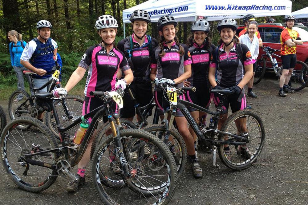Women with mountain bikes