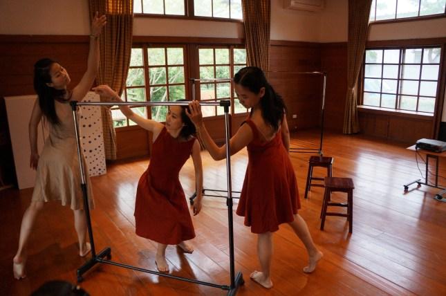婆娑舞者於發表會演出「妝」