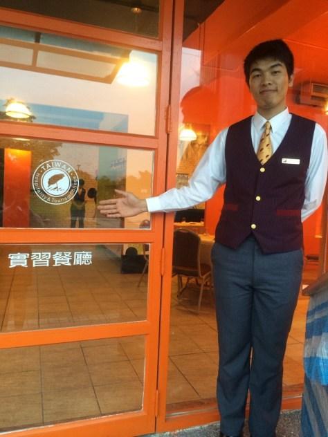 李忠仁實習餐廳經理