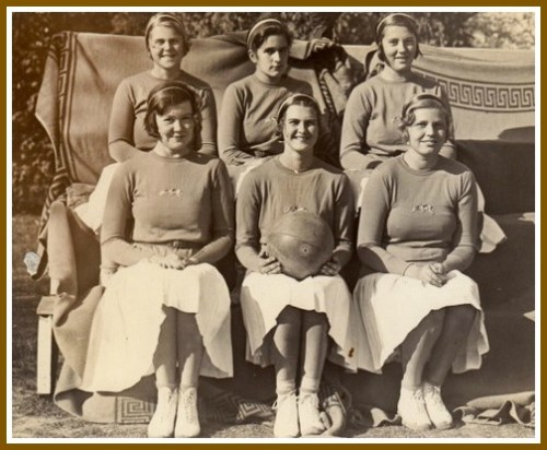 Ruth Bedford (back row, far left) with her Foxcroft basketball teammates. (Photo/Foxcroft School)