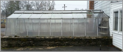 A side view of the greenhouse...