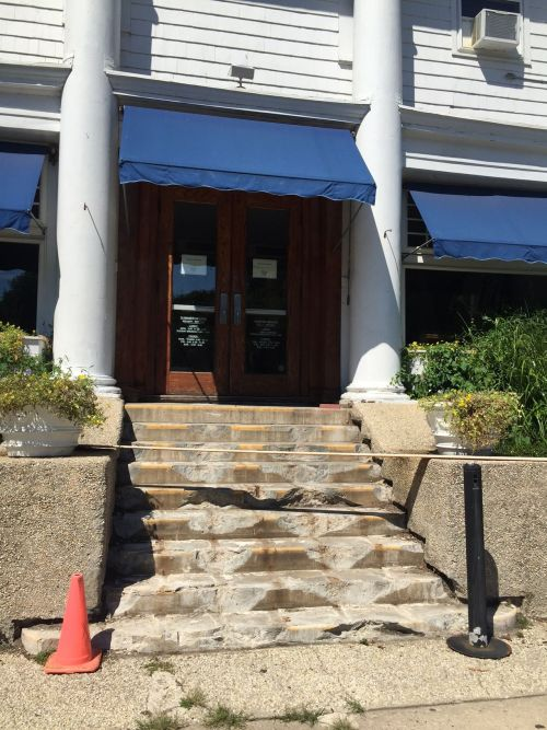 The steps to Splash, and the Inn at Longshore.