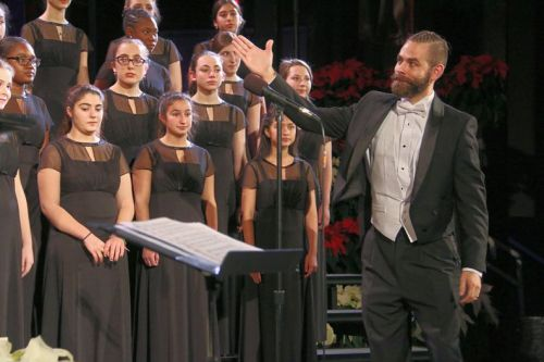 Vocal director Luke Rosenberg asks his chorale to take a bow. (Photo/Lynn U. Miller)