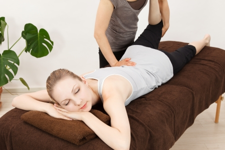 14544947 s - 腰痛も疲労も一瞬で楽に!腰痛マッサージの方法!誰でもできるよ♪