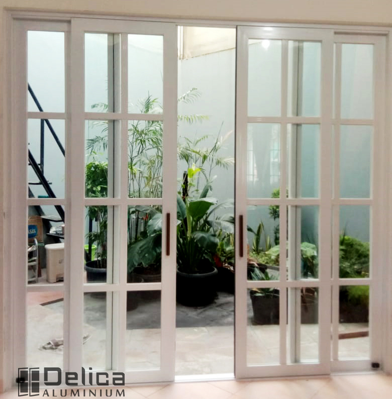 Pintu Geser Double Dengan Kaca