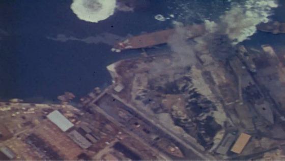攻撃をうける熊野丸(因島工場)