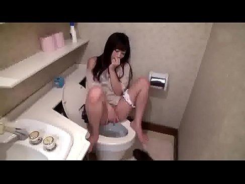 夫婦の営みで満足できずトイレでオナニーする奥様が浮気に走ってしまう長編の人図ま画像 動画 reipumurou