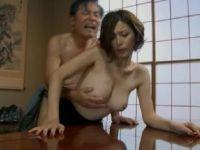 夫婦の秘めごとでは絶頂できない三十路美熟女妻が義父と刺激的なセックスに嵌っていく0938動画