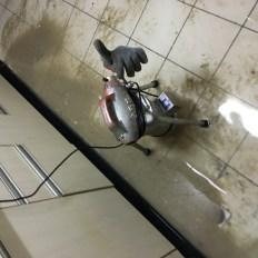 總管堵塞2樓住戶大量冒水