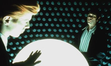 bowie-and-torn-in-the-man-who-fell-to-earth[1]