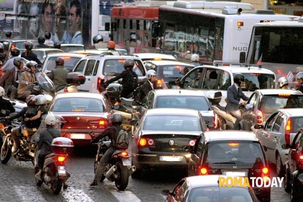 Risultati immagini per blocco traffico roma