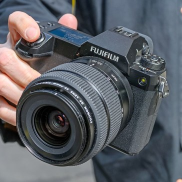 Hands-on with the Fujifilm GFX 50S II and GF 35-70mm lens