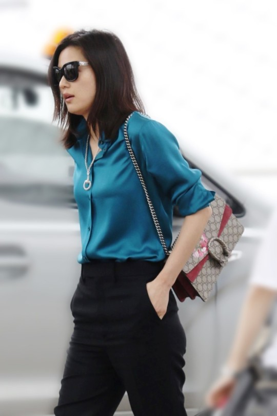 Back To Back Jun Ji Hyuns Airport Fashion And Cannes