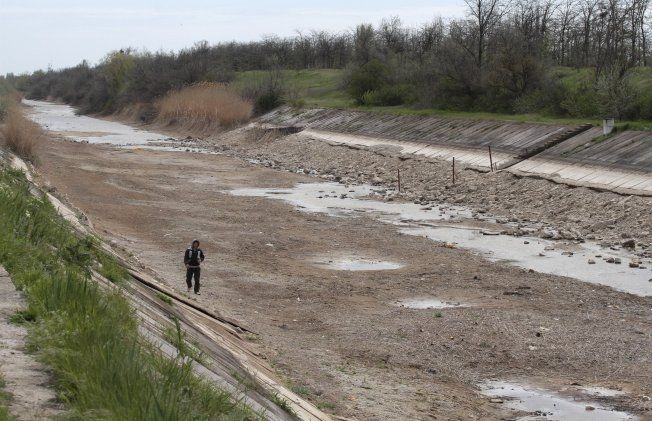Dry ground: There is now so little water in the channel that it is possible to negotiate on foot. Photo: REUTERS / Stringer
