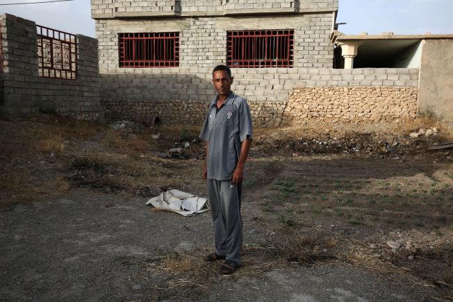 <p>OVERLEVDE: Bilal Abdullah snakket med journalister fra nyhetsbyrået Associated Press om hvordan det var å leve under IS-styre i hjembyen Eski Mosul nord i Irak.</p>