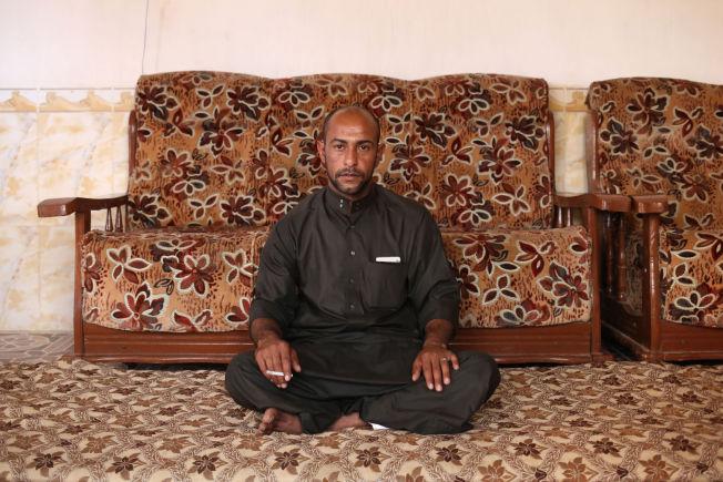 <p>FENGSLET: Falah Abdullah Jamil ble tatt til fange og torturert av IS fordi han solgte sigaretter. Han er en av over 20 personer som nylig lot seg intervjue av nyhetsbyrået AP om livet under IS-styre.<br/></p>