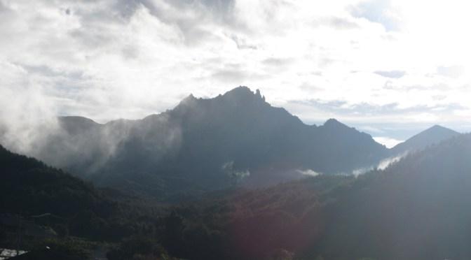 日本百名山「瑞牆山」(パノラマコースからカンマンボロン経由、不動滝コース周回)