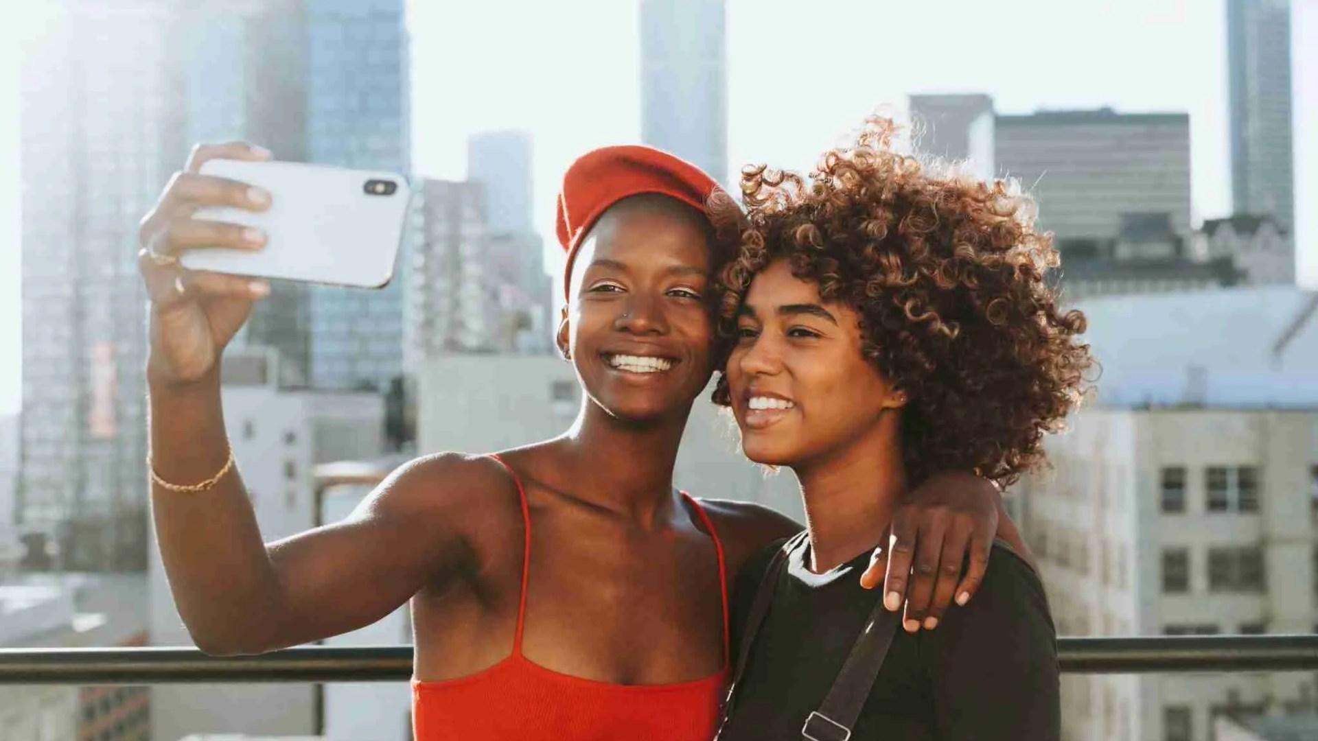 Why girls love selfies 1
