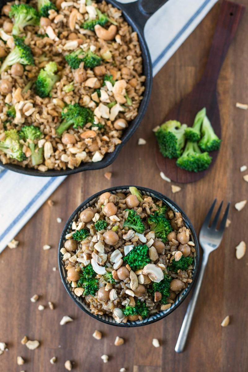 This vegan Chickpea and Peanut Butter Rice is the ideal recipe if you want a filling and flavorful lunch. Plus it's delicious and healthy! Winning!