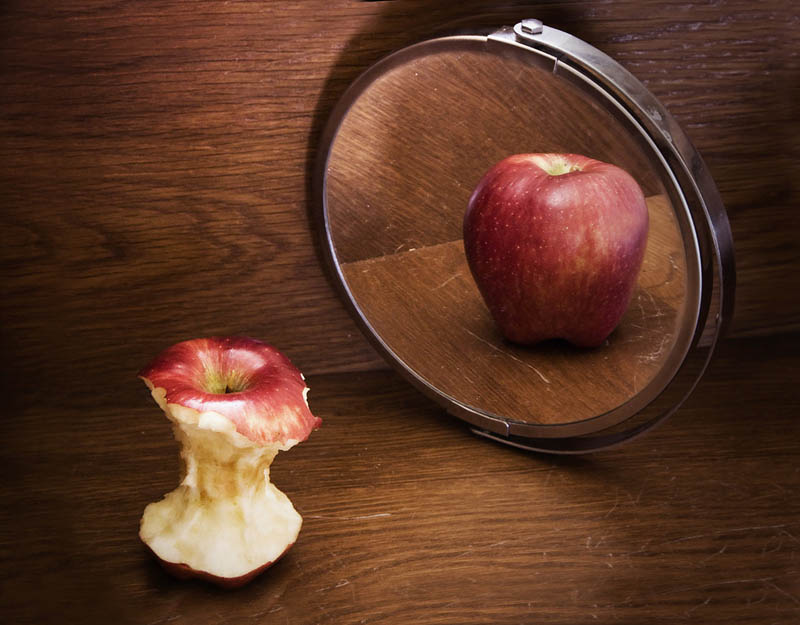 apple-core-in-mirror-anorexia-body-image-issues