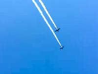 航空ショーで複葉機が失速して墜落しパイロットが死亡。そのビデオ。