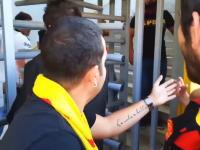 何本だよワロタwwwサッカー観戦にこっそりビールを持ち込もうとしてセキュリティでばれちゃった男性ww