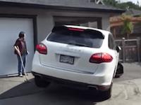 タイヤどうなってるの?(´・_・`)駐車スキルが残念すぎるポルシェ乗りのビデオ。
